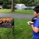 Broederlijk rond de barbecue
